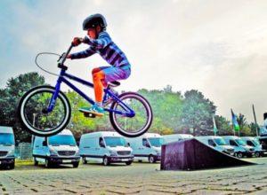 Livet reddet af cykelhjelm